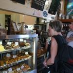 Cecilia har svårt att välja på Mainline Station Café