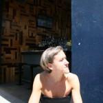 Cecilia lapar sol i väntan på lunch